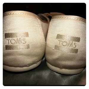 Ivory Bow Toms Size 10